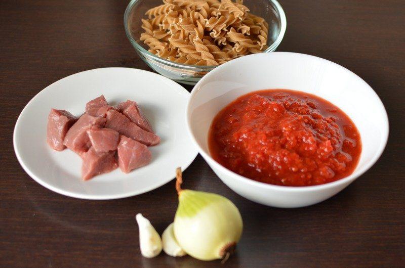 Pasta and beef ingredients