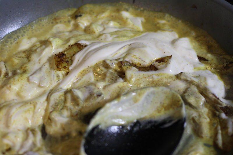add yogurt to curry and onions