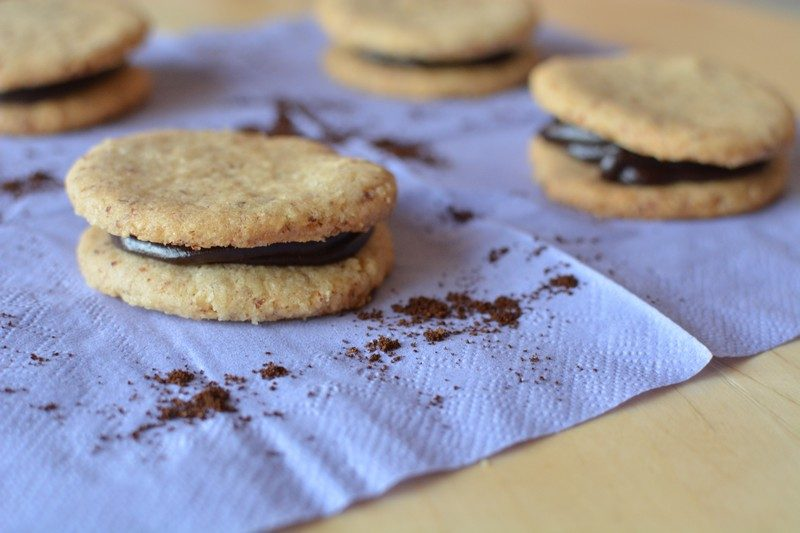 Almond biscuits with espresso cream final 1