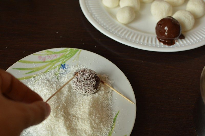 Coating with coconut'