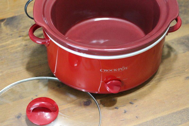 Crock-Pot 4 Quart Red open lid