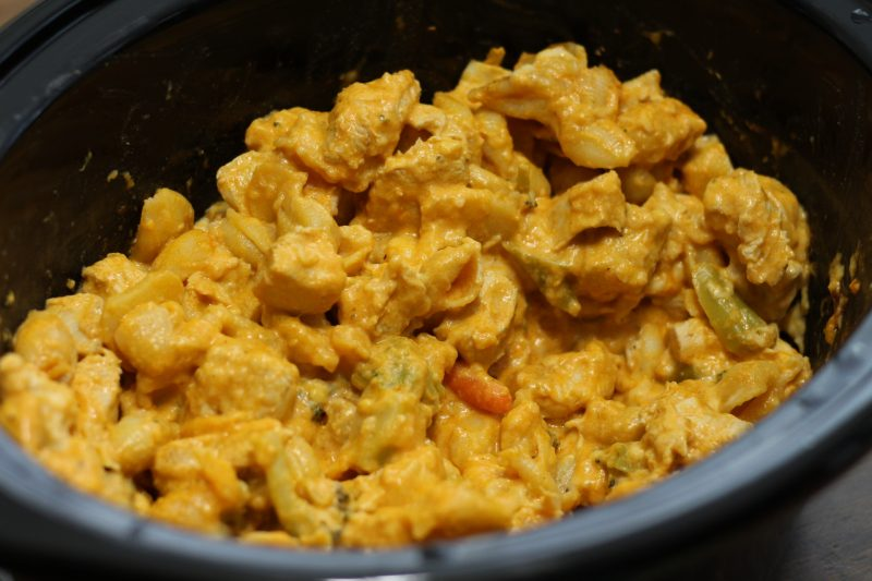 slow-cooker-buffalo-chicken-mac-and-cheese-final