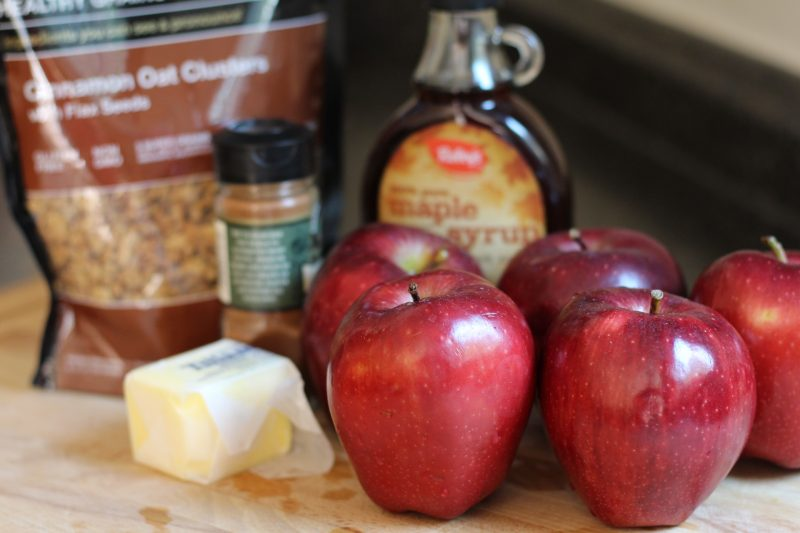 slow-cooker-cinnamon-maple-apple-ingredients