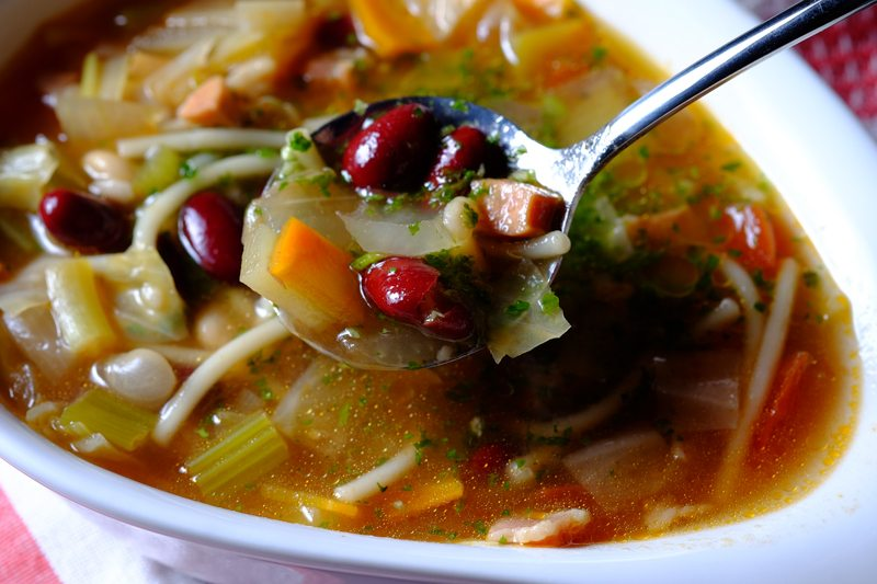 Slow Cooker Minestrone Soup with Bratwurst and Pesto Final 3
