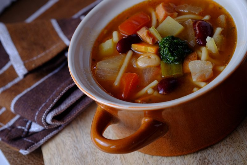 Slow Cooker Minestrone Soup with Bratwurst and Pesto Final 4