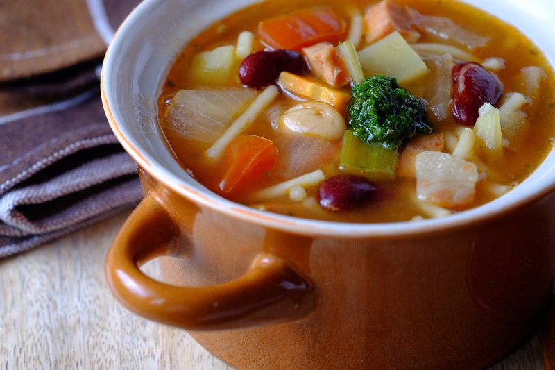 Slow Cooker Minestrone Soup with Bratwurst and Pesto Final 1