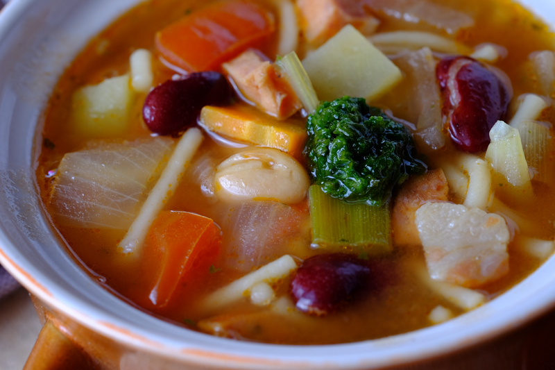 Slow Cooker Minestrone Soup with Bratwurst and Pesto Final 2