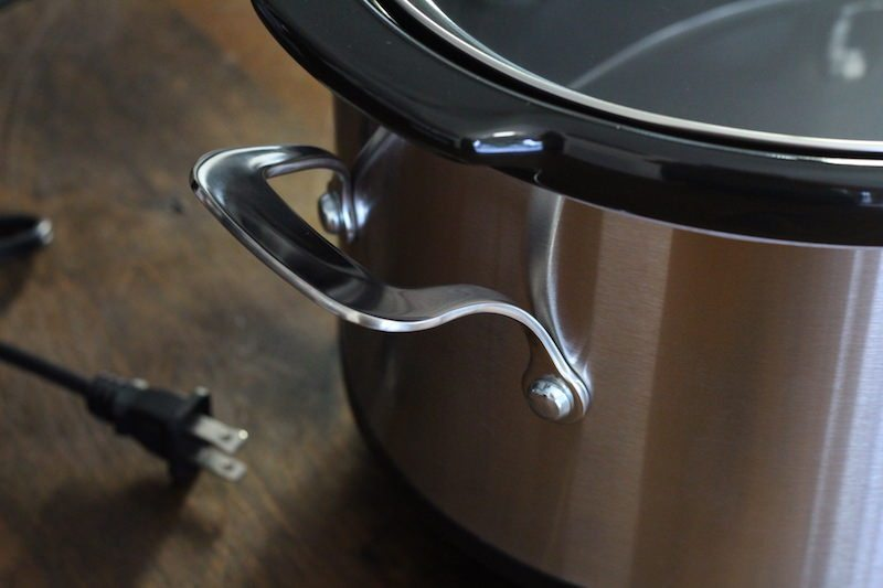 frigidaire-7-quart-slow-cooker-carry-handle