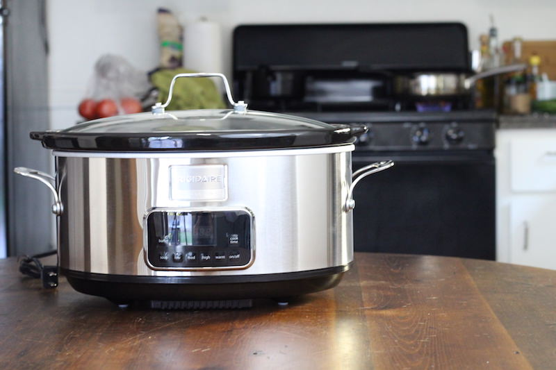 frigidaire-7-quart-slow-cooker-zoom-out-reflection
