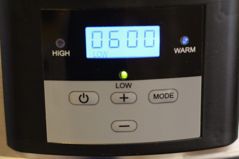 gourmia-slow-cooker-on-settings