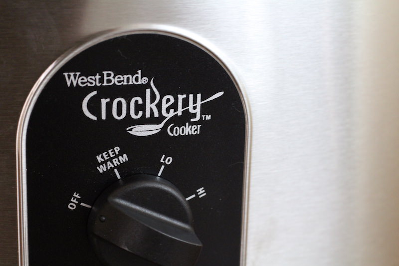 west-bend-crockery-7-quart-dial-brand-closeup