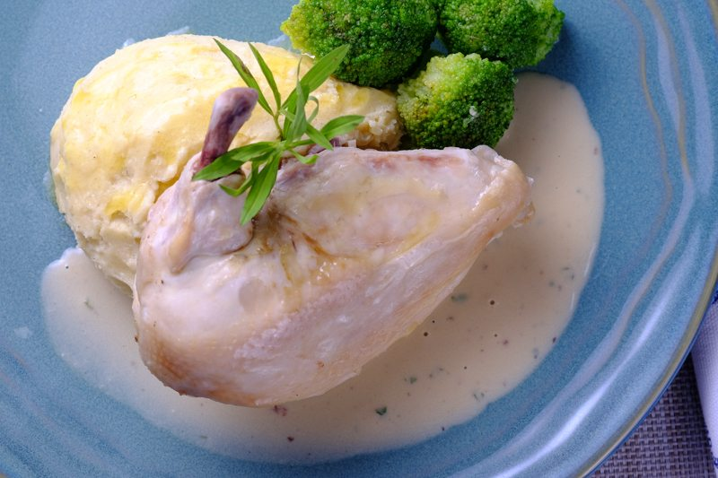 Poached Chicken in Tarragon Cream Sauce TOP VIEW
