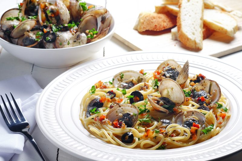 Slow Cooker Clam Puttanesca Recipe