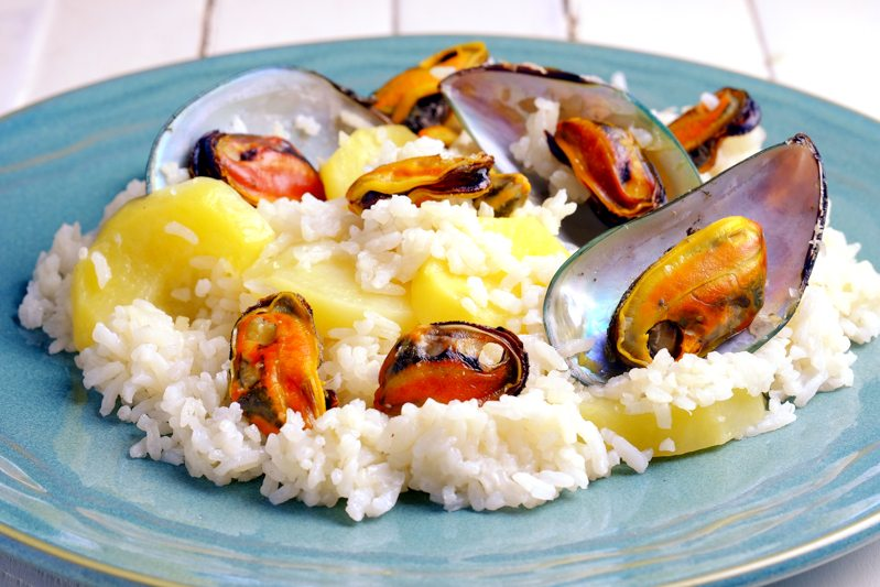 Slow Cooker Mussel and Potato Rice