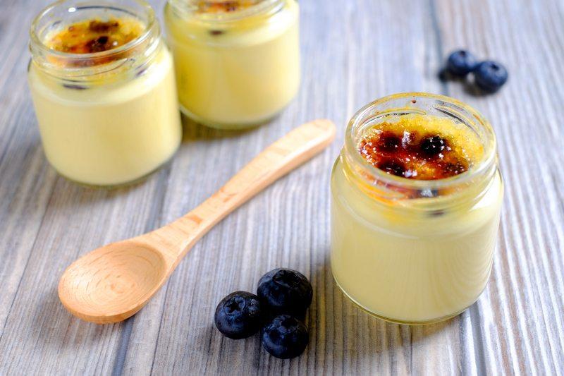 Sous Vide Blueberry and Saffron Crème Brûlée Recipe