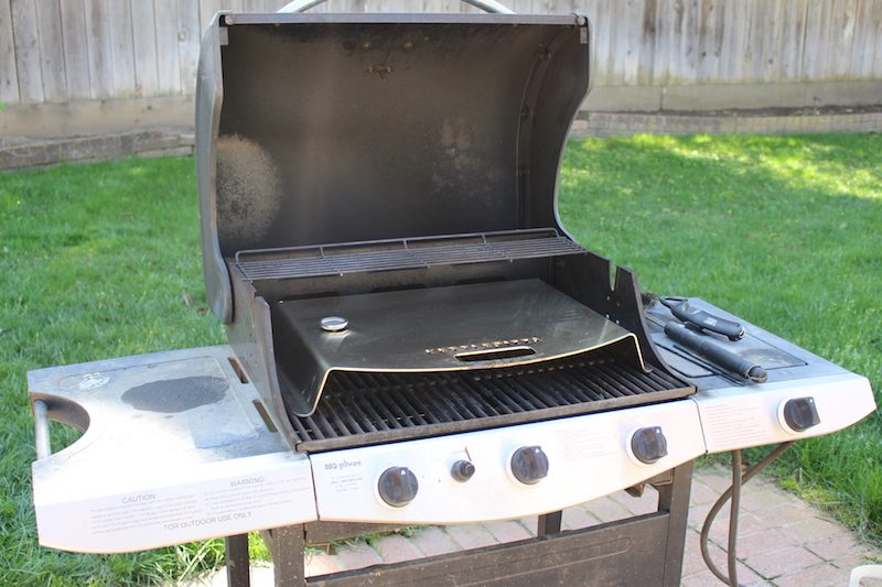 KettlePizza Gas Pro Review: Barbecuing Artisan Pizza In Your Backyard