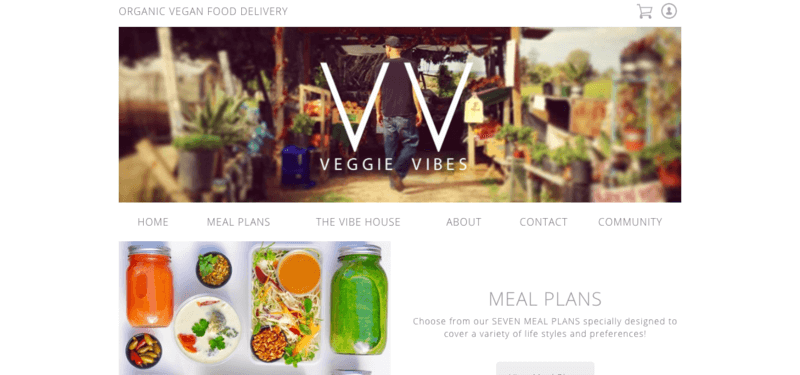 Veggie Vibes website screenshot showing an outdoor market and various juices, salads and bowls