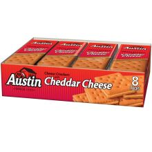 Cheese Sandwich Crackers with Cheddar Cheese in Tray