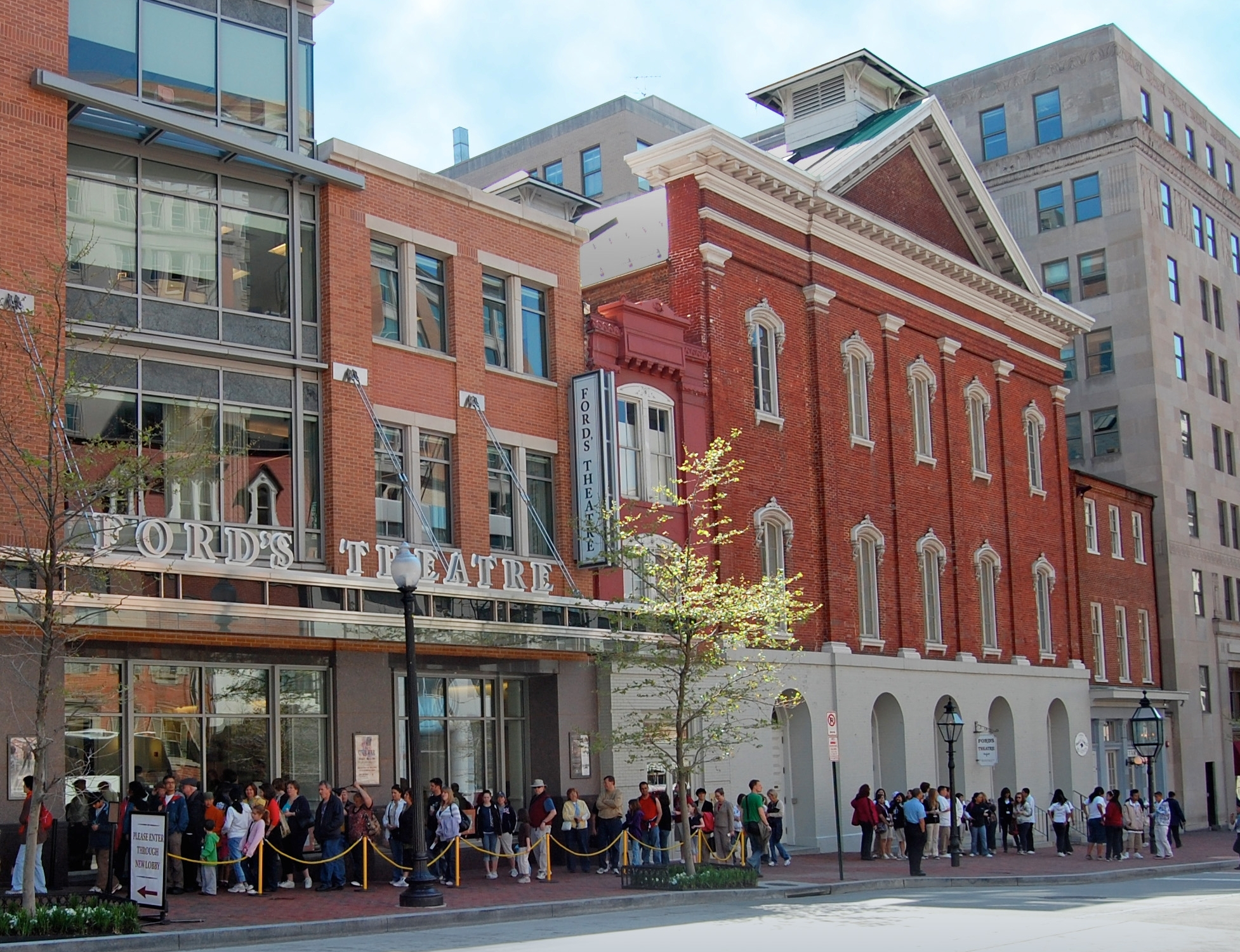 Image of a long line of visitors outside of Ford's Theatre.