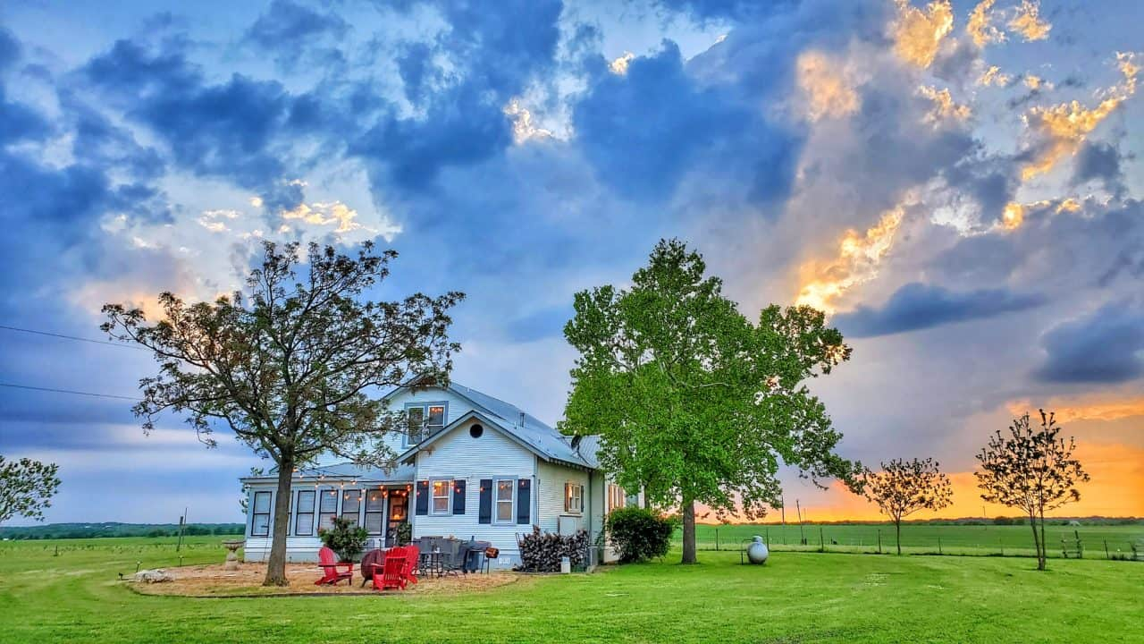 House at Sunset before a storm | Photo Credit: Anthony Acosta (@elitistczar)