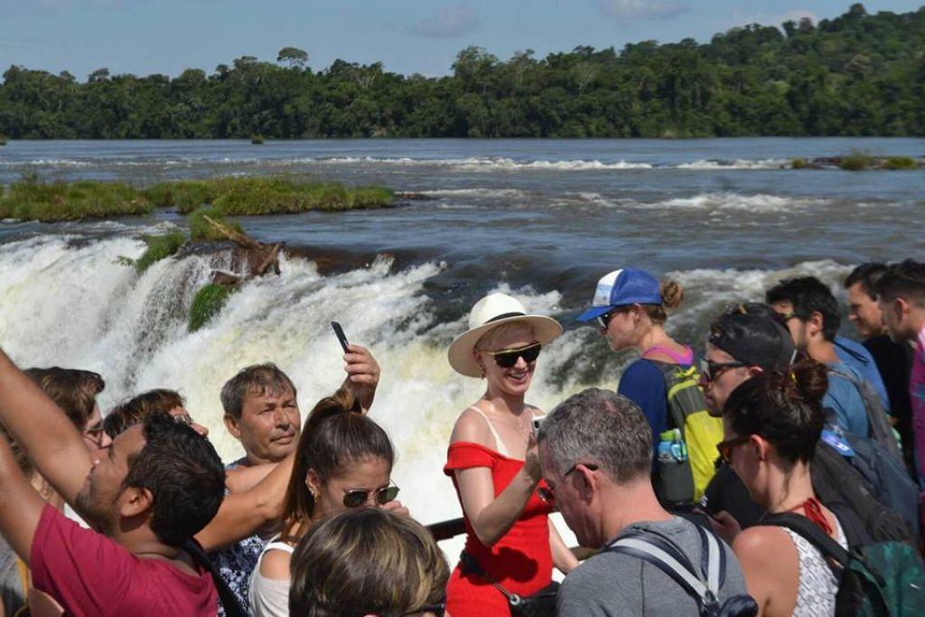 Kate Perry visita Cataratas do Iguaçu