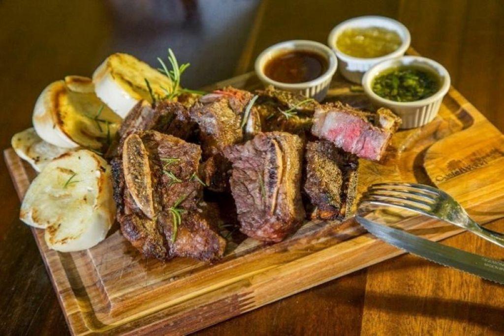 """0c4dd87160b09 O Django Burguer   Steakhouse em Foz lembrou o Uruguai com o """"Assado em  tiras"""