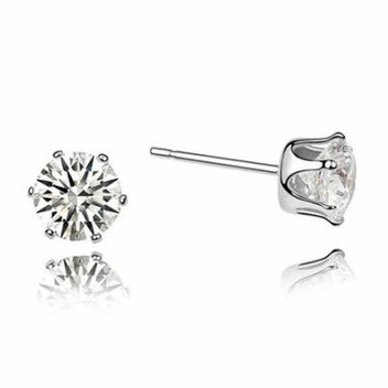 Get a free pair of Elégance Solitaire earrings