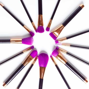 Win a set of In Her Kit Rose Gold Brushes