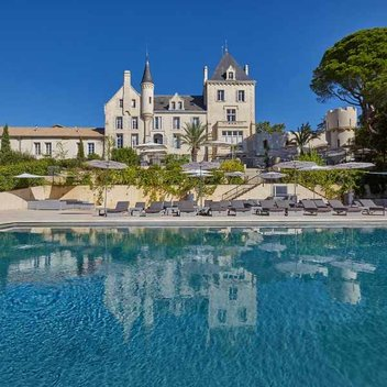 Relax with a 4 night stay at Château Les Carrasses