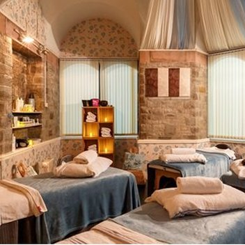 Enjoy a deluxe spa break for 2 at Spa Breaks