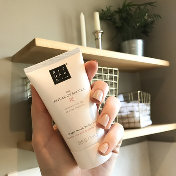 Pick up a free sample of the Rituals' Magic Touch body cream