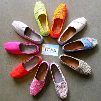 Get a £350 gift card with TOMS Summer Giveaway