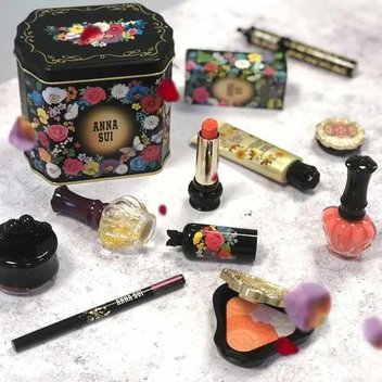 Bag a beauty bundle from Anna Sui Cosmetics
