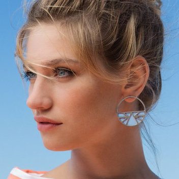 Get a free pair of Les Georgettes earrings