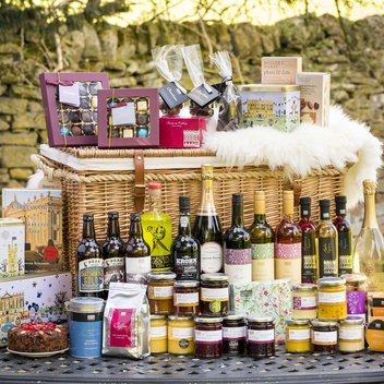 Win a visit to Chatsworth House & £500 Hamper