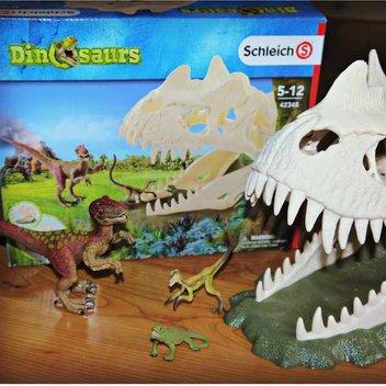 Free Schleich Dinosaurs sets