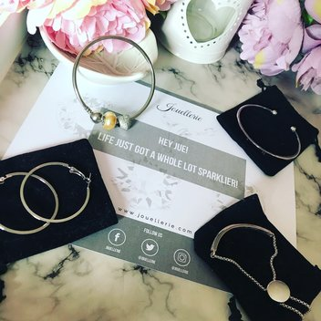 Free Aphrodite Bracelet & Earring Set