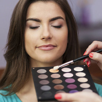 Get a free Make-up Artist Kit Guide