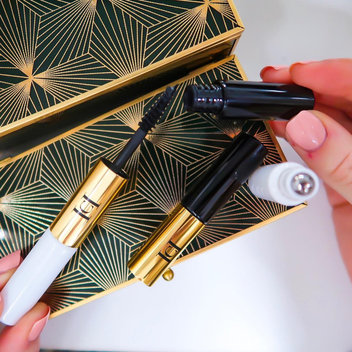 Pick up your free Carolina Herrera deluxe samples