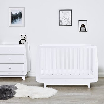 Win a Snüzkot Luxe cot worth £570