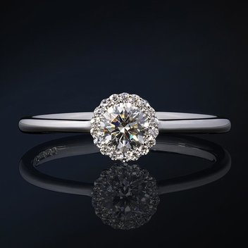 Win a dazzling Platinum Cannelé ring worth £3049