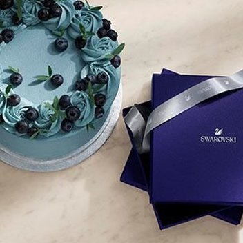 Get your hands on free Swarovski gifts & rewards