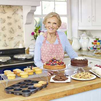 Get a Mary Berry Lakeland cookware set