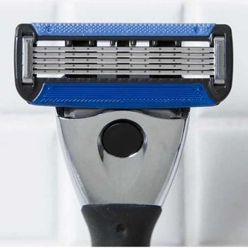Score 1 of 75 SK5 Razors from Shavekit