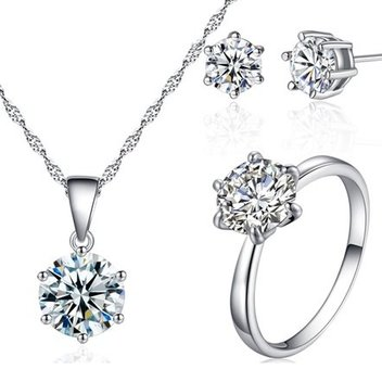 Score a free Solitaire Ring Tri Set