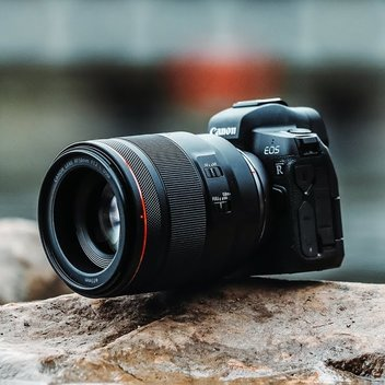 Get your hands on a free Canon EOS R