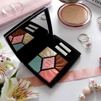 "Win Dior's 5-Couleurs in ""Sugar Shade"""
