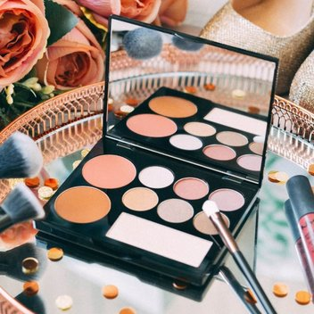 Get a free beauty bundle with Glamorous doll beauty