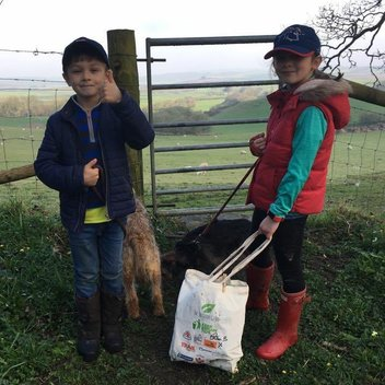 Collect litter with a free canvas tote bag