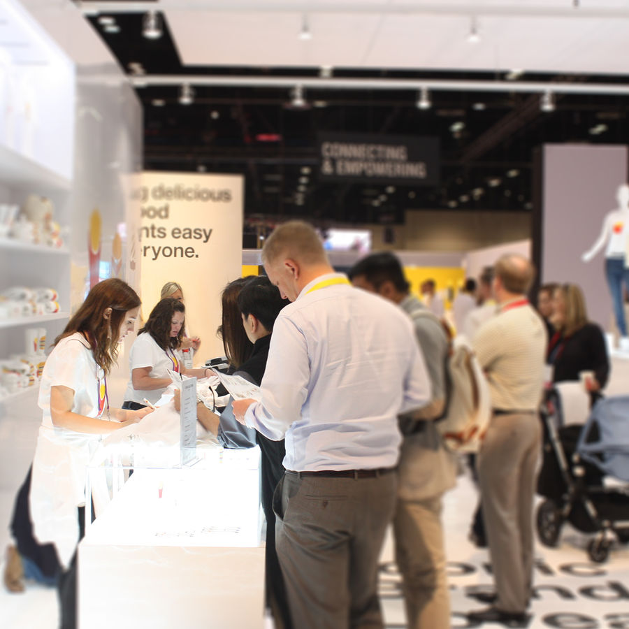 Exhibiting at a Trade Show? Here Are Six Easy Ways to Customize Your Booth for Attendees